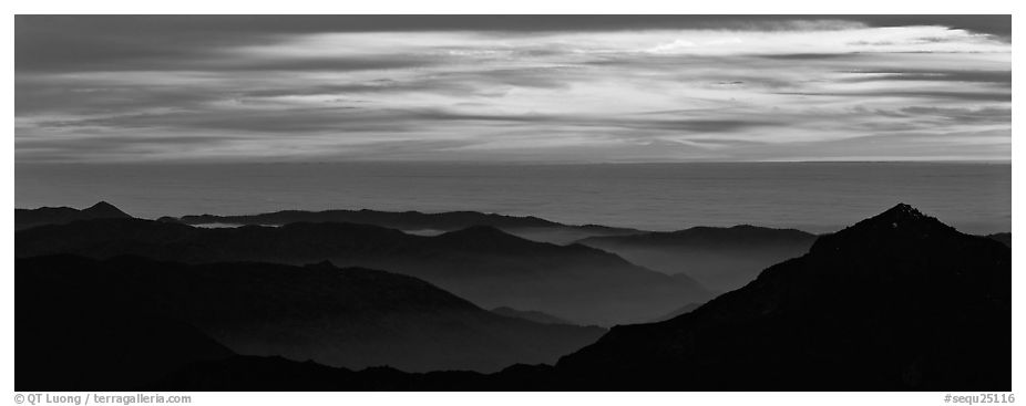 Ridges and sea of clouds. Sequoia National Park (black and white)