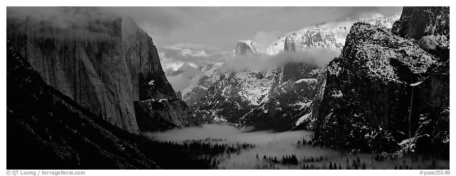 Panoramic black and white picture photo winter sunset over yosemite valley yosemite national park