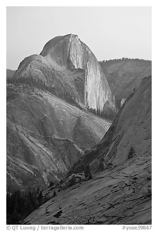 Half-Dome from Olmstedt Point, sunset. Yosemite National Park (black and white)