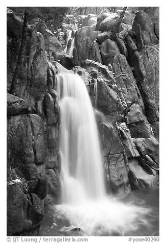 Chilnualna Falls, Wawona. Yosemite National Park (black and white)