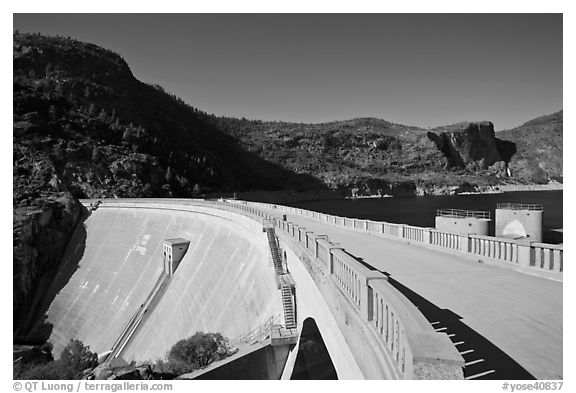 O'Shaughnessy Dam and Hetch Hetchy Reservoir. Yosemite National Park (black and white)