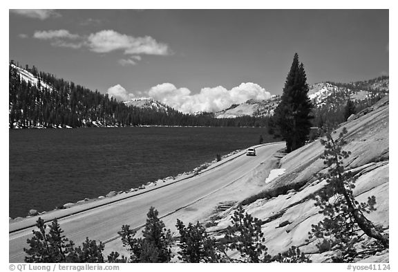 Road on shore of Tenaya Lake. Yosemite National Park, California, USA.