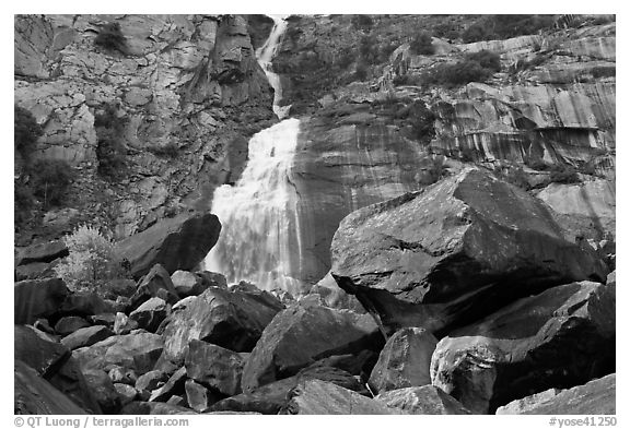 Boulders, tree and Wapama Falls, Hetch Hetchy. Yosemite National Park (black and white)