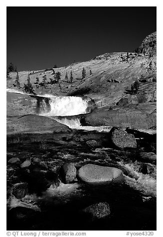 Leconte falls, afternoon. Yosemite National Park (black and white)
