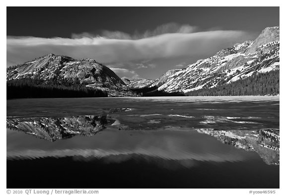 Spring thaw, Tenaya Lake. Yosemite National Park (black and white)