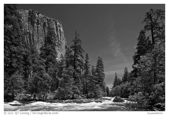 Merced River and El Capitan. Yosemite National Park (black and white)