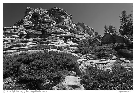 Indian Rock. Yosemite National Park (black and white)