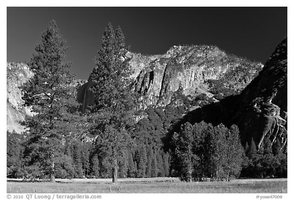 Ahwanhee Meadow, summer. Yosemite National Park (black and white)
