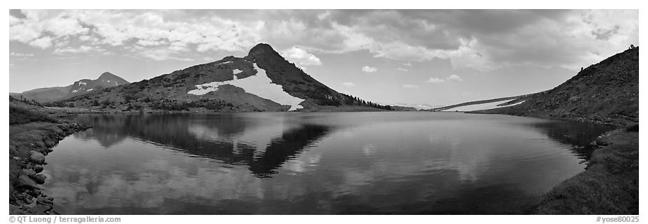Upper Gaylor Lake. Yosemite National Park (black and white)