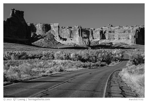 Road, Courthouse wash and Courthouse towers. Arches National Park (black and white)
