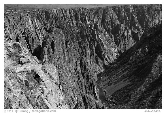 Park visitor looking, Pulpit rock overlook. Black Canyon of the Gunnison National Park (black and white)