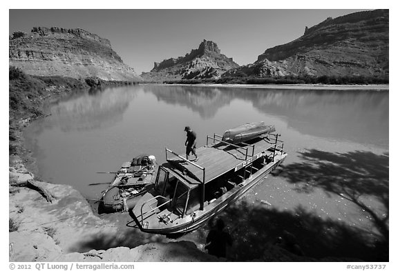 Jetboat and raft at Spanish Bottom. Canyonlands National Park (black and white)