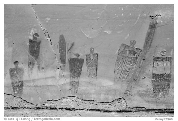 Barrier Canyon Style pictographs, the Great Gallery, Horseshoe Canyon. Canyonlands National Park (black and white)