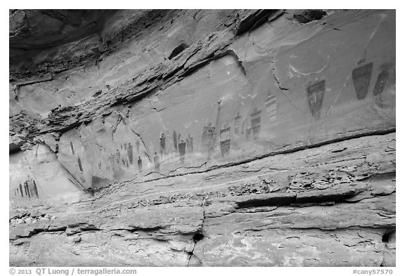 Oblique view of entire Great Gallery panel, Horseshoe Canyon. Canyonlands National Park (black and white)