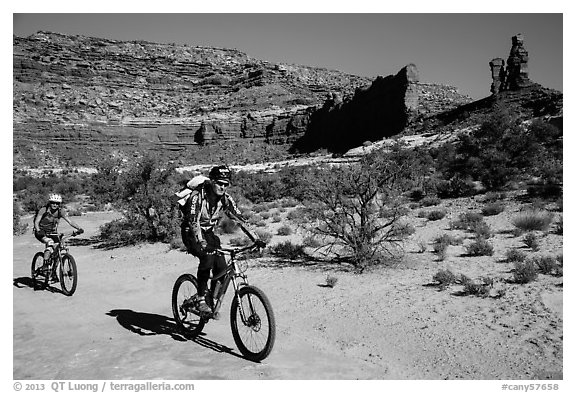 Mountain bikers in Teapot Canyon, Maze District. Canyonlands National Park (black and white)