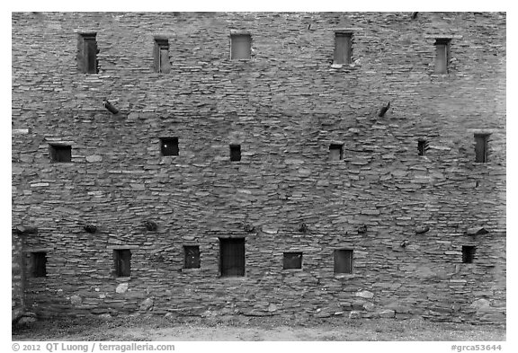 Hopi House back wall. Grand Canyon National Park (black and white)