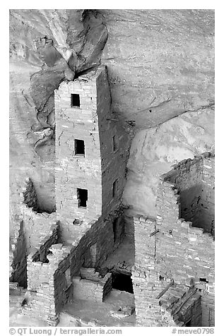 Square Tower house,  park tallest ruin, afternoon. Mesa Verde National Park (black and white)