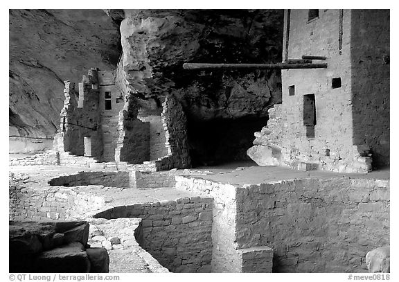 Long bean in Balcony House. Mesa Verde National Park (black and white)