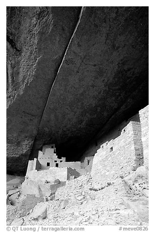 Round tower in Cliff Palace. Mesa Verde National Park (black and white)