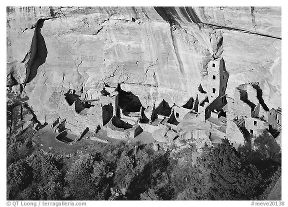 Square Tower house, tallest Anasazi ruin, afternoon. Mesa Verde National Park (black and white)
