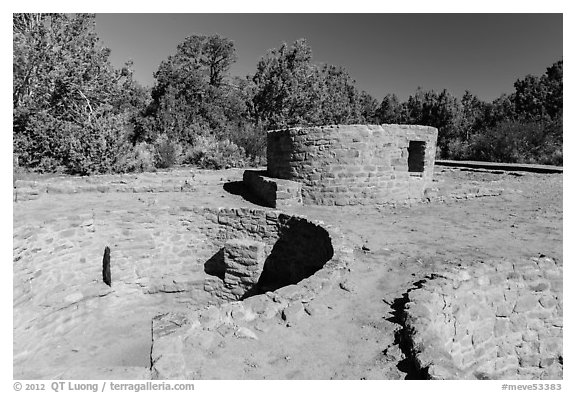 Far View Tower. Mesa Verde National Park (black and white)