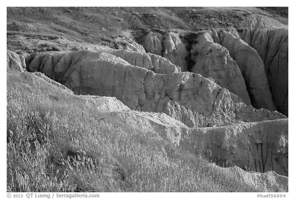 Badlands beneath mixed grass prairie plateau. Badlands National Park (black and white)