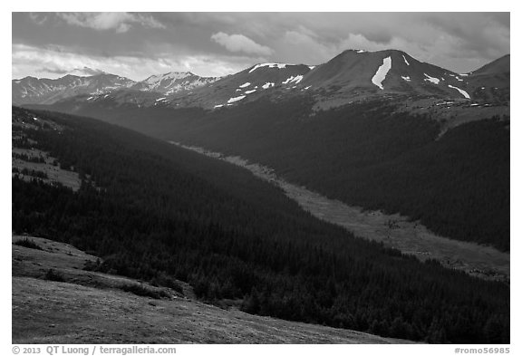 Kawuneeche Valley and Never Summer Mountains. Rocky Mountain National Park (black and white)