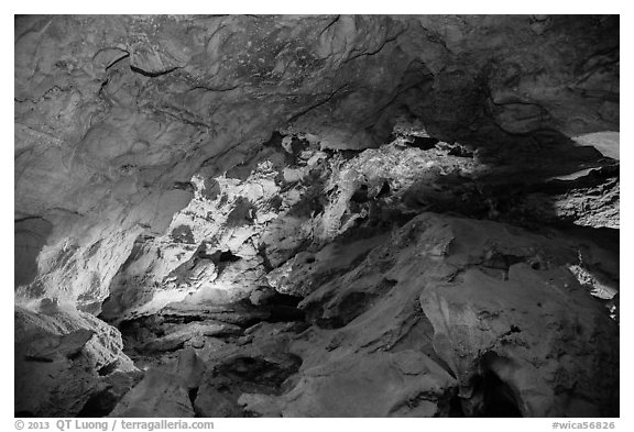 Large cave room. Wind Cave National Park (black and white)