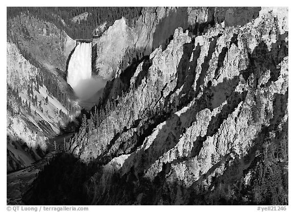 Black and white picture photo falls of the yellowstone river early morning yellowstone national park