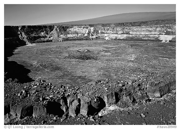 Crack, Halemaumau crater overlook,  Mauna Loa, early morning. Hawaii Volcanoes National Park (black and white)