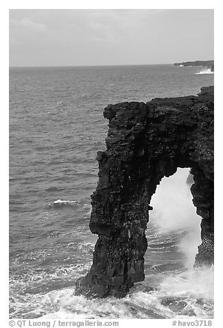 Holei Sea Arch in the morning. Hawaii Volcanoes National Park (black and white)