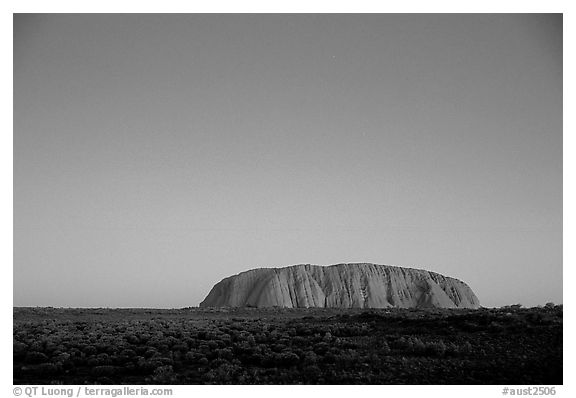 Black and white picture photo dusk ayers rock uluru kata tjuta national park northern territories australia
