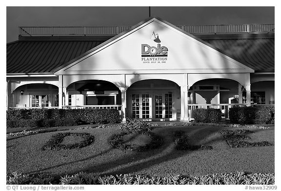 Dole Plantation visitor center. Oahu island, Hawaii, USA (black and white)