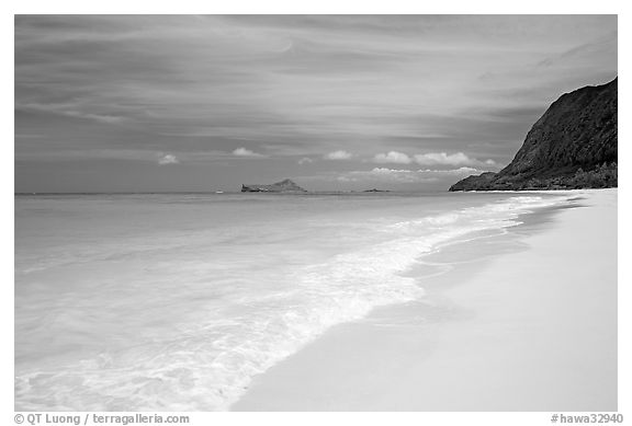 Sand, turquoise waters, and pali, Waimanalo Beach. Oahu island, Hawaii, USA (black and white)