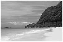 Waimanalo Beach and pali. Oahu island, Hawaii, USA (black and white)