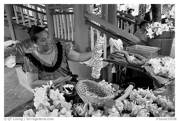 Woman showing  a fresh flower lei, International Marketplace. Waikiki, Honolulu, Oahu island, Hawaii, USA (black and white)