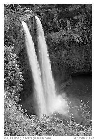 Wailua Falls, mid-morning. Kauai island, Hawaii, USA (black and white)