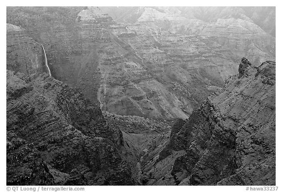 Waipoo falls and Waimea Canyon, dusk. Kauai island, Hawaii, USA (black and white)