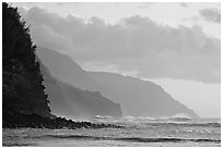 Na Pali Coast seen from Kee Beach, sunset. Kauai island, Hawaii, USA (black and white)