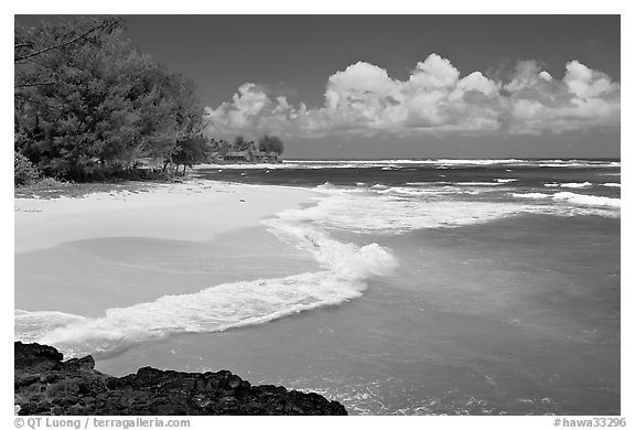 Beach and  turquoise waters, and homes  near Haena. North shore, Kauai island, Hawaii, USA (black and white)