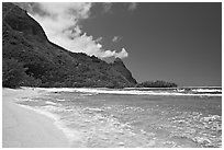 Tunnels Beach, and Makua Peak. North shore, Kauai island, Hawaii, USA (black and white)