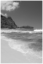 Tunnels (Makua) Beach and Bali Hai Peak. North shore, Kauai island, Hawaii, USA (black and white)