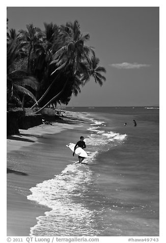 Black and White Picture/Photo: Surfer walking on beach ...