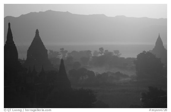 Sunset from Shwesandaw. Bagan, Myanmar (black and white)