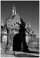 Dhammayazika Paya. Bagan, Myanmar ( black and white)