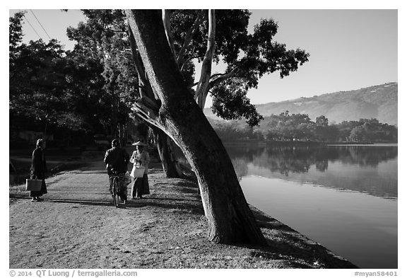 Conversation on the shores of Pone Tanoke Lake. Pindaya, Myanmar (black and white)