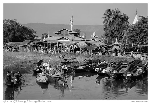 Villagers arriving by boat at market. Inle Lake, Myanmar (black and white)