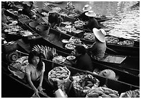 Fruit sellers, floating market. Damonoen Saduak, Thailand (black and white)