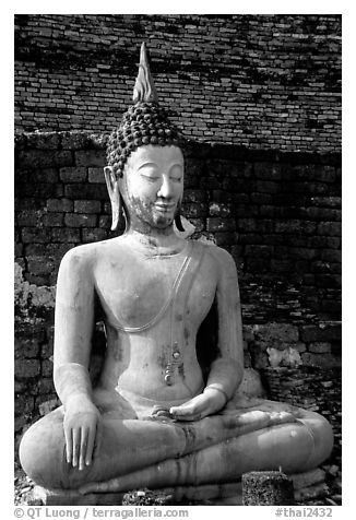 Classic sitting Buddha image, with boneless style typical of period. Sukothai, Thailand (black and white)