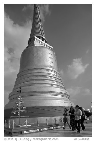 Chedi on top of Golden Mount. Bangkok, Thailand (black and white)